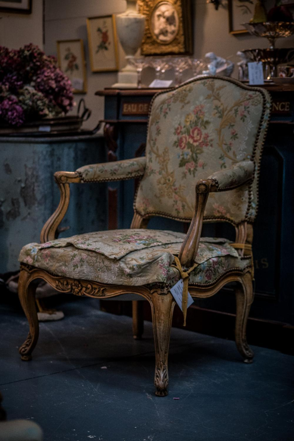 Occasional french louis xv style armchair in furniture for Chambre style louis xv
