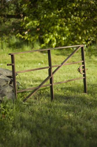 Cast iron pig gate