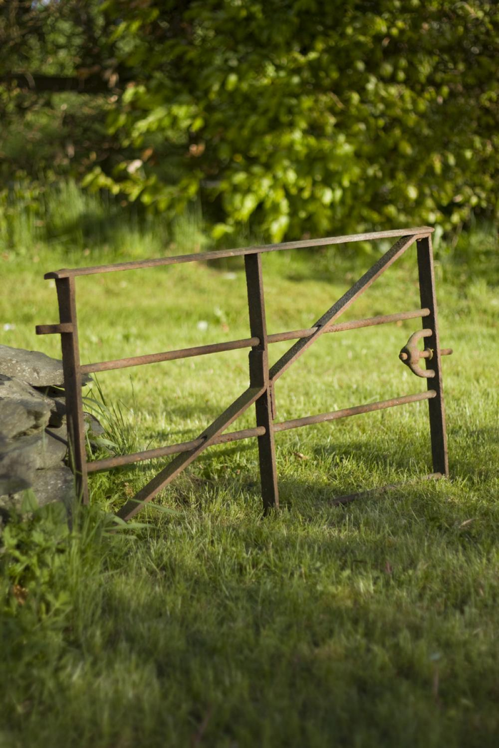 Cast iron pig gate